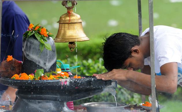सावन 2018: भोलेनाथ को बेल पत्र के अलावा ये पांच चीज भी है अति प्रिय ( sawan special bel patra and these leaves are also dear to lord shiva )