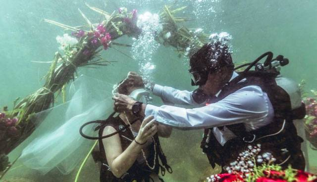 underwater marriage